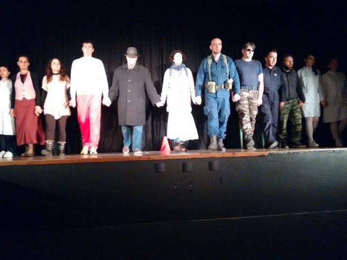 Πρεμιέρα σήμερα της παράστασης «Εθνικότητα μου το χρώμα του ανέμου» από  την Μύησις (φωτό από την πρόβα)