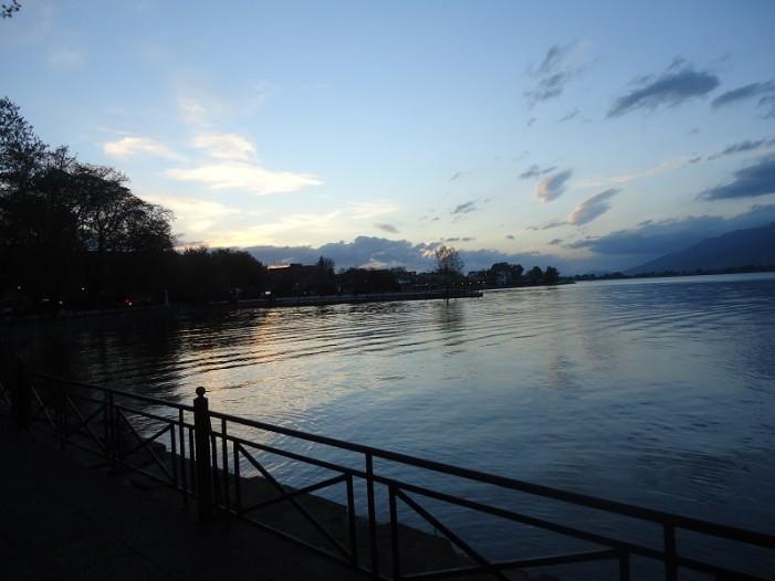 Γιάννενα: Έριξαν έγκυο στη λίμνη για να αποβάλλει