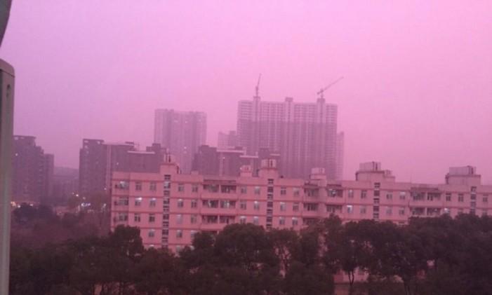Ο ουρανός της Κίνας βάφτηκε μωβ εξαιτίας της μόλυνσης