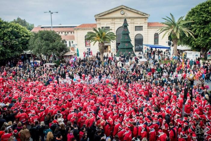 """Χιλιάδες Κρητικοί """"κοκκίνισαν"""" τα Χανιά για το 5ο φιλανθρωπικό Santa Run"""