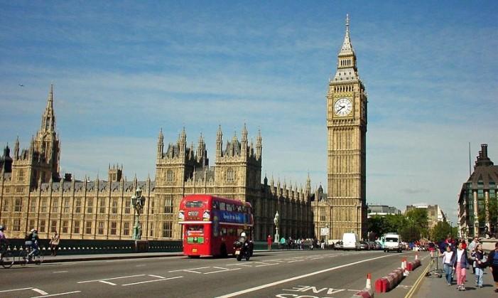 Λονδίνο και Παρίσι «ψηφίζουν» οι Έλληνες για τα Χριστούγεννα