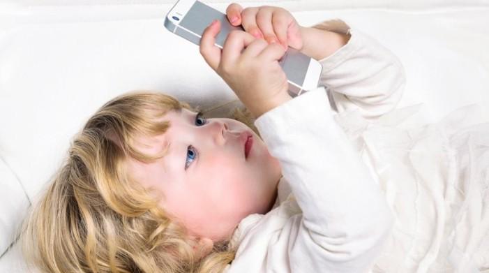 Έρευνα: Από ενός έτους χρησιμοποιούν συσκευές με οθόνες αφής τα παιδιά