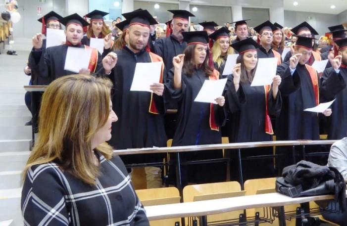 """Το """"παρών"""" στη τελετή απονομής Μεταπτυχιακών του Τ.Ε.Ι. Δυτ. Μκεδονίας έδωσε η Μαρία Αντωνίου"""