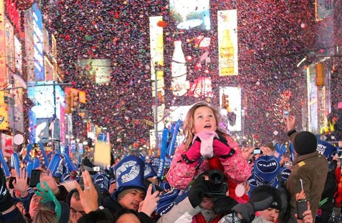 Ο πλανήτης γιορτάζει απόψε το νέο Έτος με μία «σκιά»