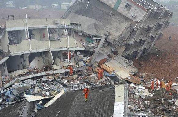 Συγκλονιστικό βίντεο: Κτίρια καταρρέουν σε δευτερόλεπτα από τόνους λάσπης στην Κίνα
