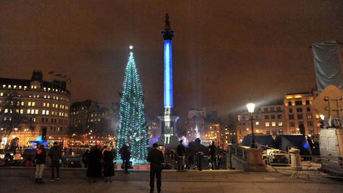 Λονδίνο: Η Στήλη του Nelson έγινε φωτόσπαθο για την πρεμιέρα του Star Wars