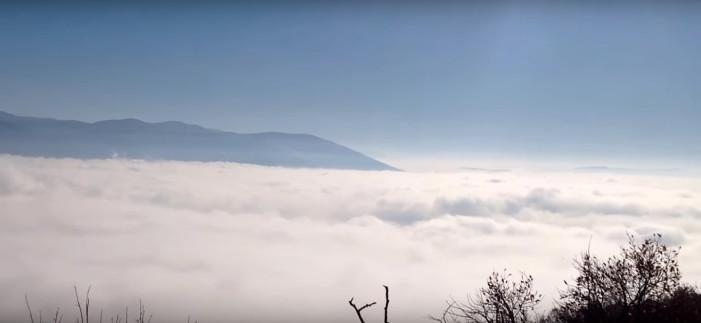 Η Καστοριά κρυμμένη στην ομίχλη (βίντεο)