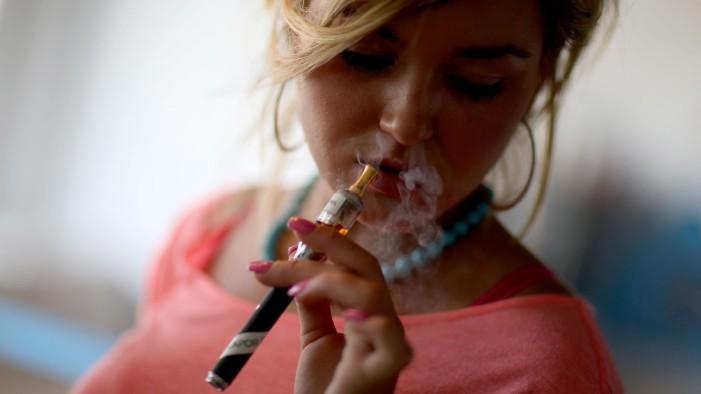 Στο μικροσκόπιο του Harvard τα ηλεκτρονικά τσιγάρα: Ποιές βλάβες προκαλούν τα αρωματικά υγρά