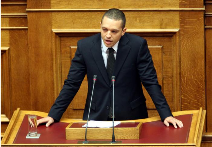 Επεισόδιο στη Βουλή από την ομιλία του Κασιδιάρη