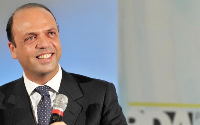 Ιταλός υπ. Εσωτερικών: H Eλλάδα δεν πρέπει να αφεθεί μόνη