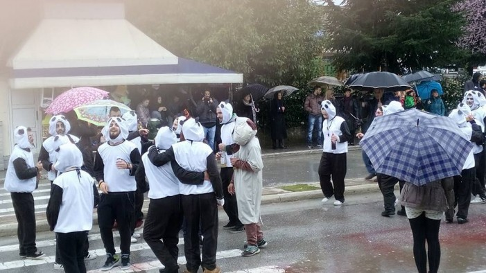 Υπό βροχή η παρέλαση του Καρναβαλιού της Μεσοποταμίας