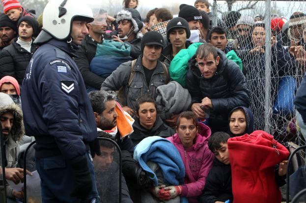 Προσπάθεια εκκένωσης της Ειδομένης – Βουλγαρία και Αλβανία σφραγίζουν τα σύνορα με την Ελλάδα (Video)