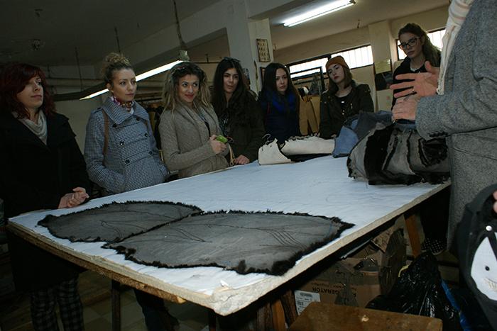 Προφήτης Ηλίας: Επίσκεψη των νέων σχεδιαστών σε εργαστήρια γουνοποιών