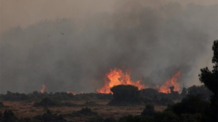 Καίγονται για 4η μέρα τα Δερβενοχώρια