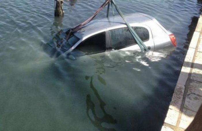 Τραγωδία: Νεκρή 29χρονη μετά από πτώση του αυτοκινήτου της στον Αμβρακικό (Photos)