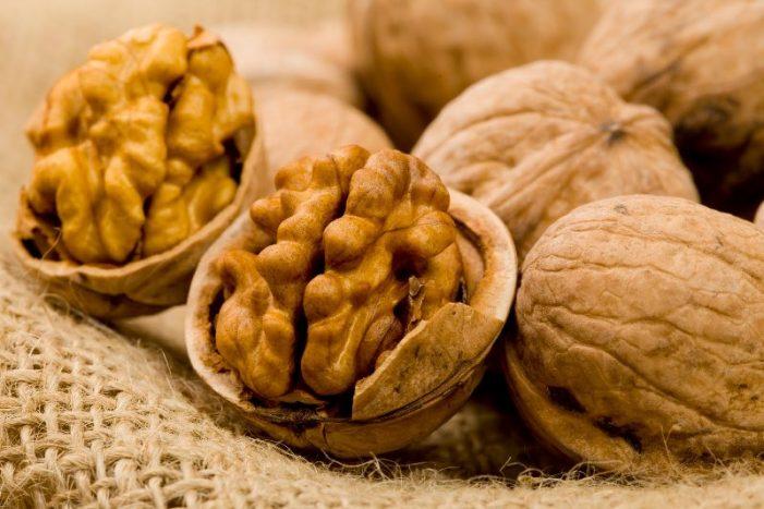 Πώς συμβάλλουν τα καρύδια στην καλή υγεία