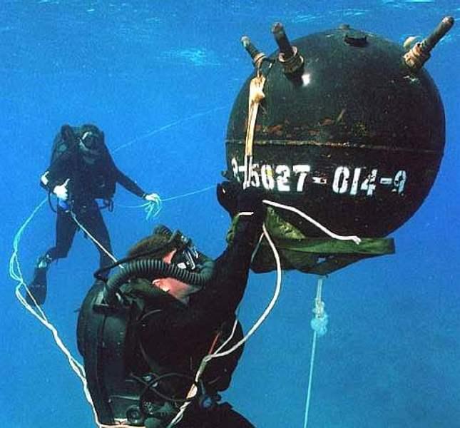 Ψαροντουφεκάς εντόπισε νάρκη του Β Παγκοσμίου πολέμου, ενώ ψάρευε έξω από το λιμάνι του Βόλου