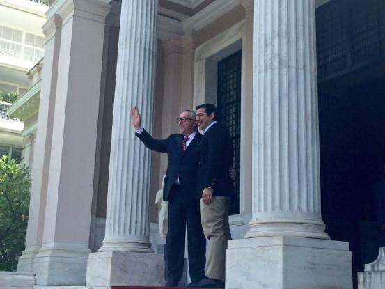 Γιούνκερ: Η Ελλάδα βρίσκεται στον σωστό δρόμο – Ζητώ το σεβασμό στην αξιοπρέπεια των Ελλήνων