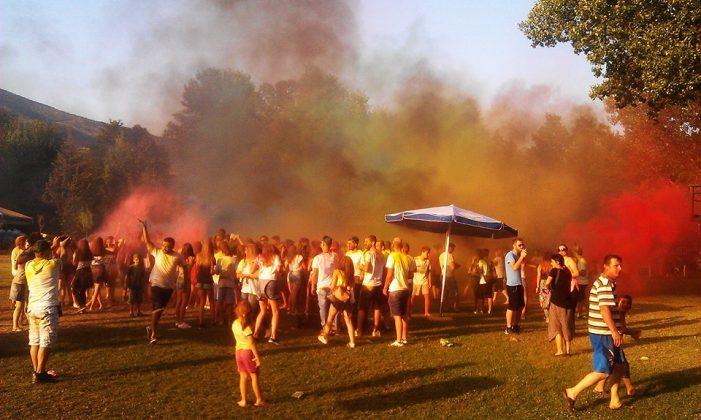 Tο πολύχρωμο πάρτι στο δασάκι της Μεσοποταμίας