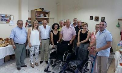 Παραδόθηκαν τα αναπηρικά αμαξίδια στον Σύλλογό Νεφροπαθών Καστοριάς (φωτο)