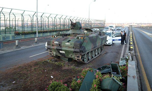 Υπό κατάρρευση ο στρατός, βασικός πυλώνας του σύγχρονου τουρκικού κράτους – Η μαρτυρία του στρατηγού που βρέθηκε με το όπλο στο κεφάλι