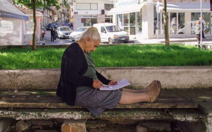 Με άριστα 19,6 πήρε το απολυτήριο της 82χρονη στην Κοζάνη!