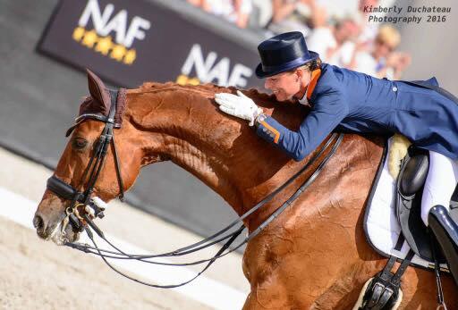 Η Ολλανδή αθλήτρια της ιππασίας η οποία εγκατέλειψε τον αγώνα για να σώσει το άλογό της