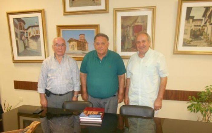 """Επίσκεψη του Προέδρου του Συλλόγου Καστοριανών """"ΟΜΟΝΟΙΑ"""" Νέας Υόρκης στον Δήμαρχο Καστοριάς"""