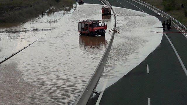 Πλημμύρισε η Εγνατία Οδός στην Κοζάνη και στα δύο ρεύματα κυκλοφορίας (Βίντεο & Φωτογραφίες)