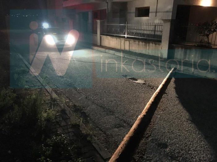 Άργος Ορεστικό: Έπεσε κολώνα του ΟΤΕ στη μέση του δρόμου! (φωτογραφίες)