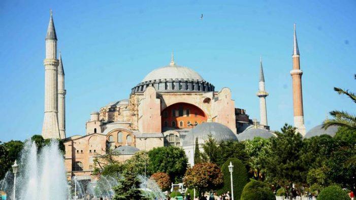 Μόνιμο ιμάμη στην Αγιά Σοφιά διόρισε η Τουρκία