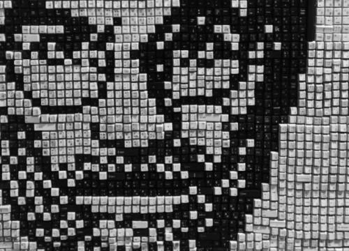 Φοιτητές πληροφορικής έφτιαξαν το πορτρέτο του Στιβ Τζομπς από πλήκτρα ηλεκτρονικών υπολογιστών