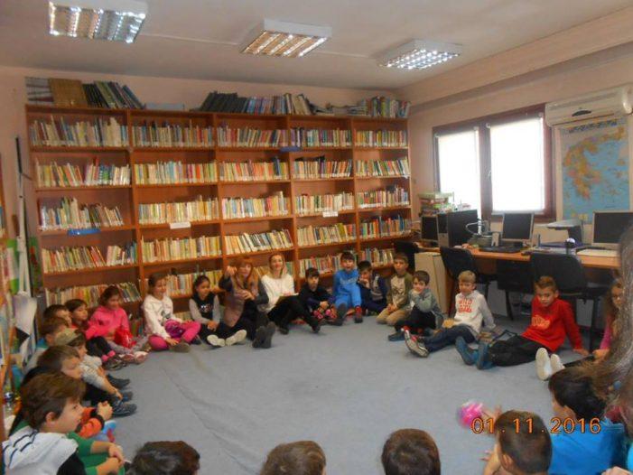 Στη Δημοτική Βιβλιοθήκη Καστοριάς παρέα με το… Βρομοκατσικο και το Χαζόχηνο