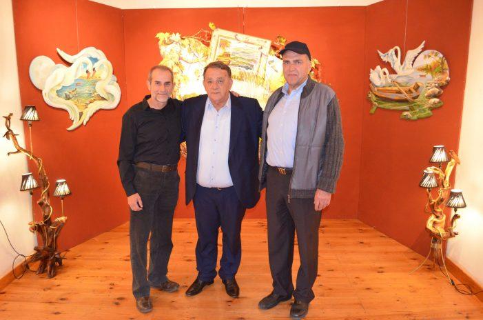 Επίσκεψη Δημάρχου στην εικαστική έκθεση των Κωνσταντίνου Ρήμου και Αργύριου Μπατσέλα.