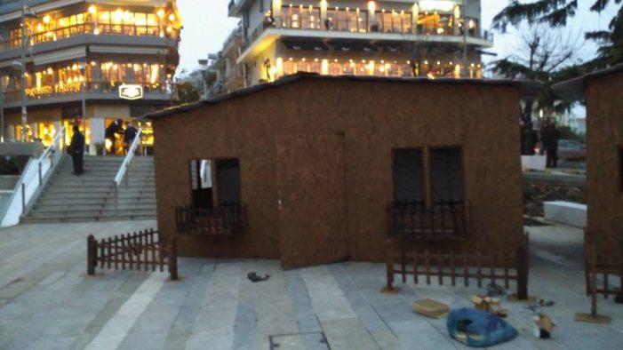 Άρωμα… Χριστουγέννων στην κεντρική πλατεία Κοζάνης-Στήθηκαν τα νέα σπιτάκια και τα πρώτα παιχνίδια-Φωτογραφίες