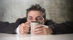 Αν πίνεις έτσι τον καφέ σου, ίσως είσαι… ψυχοπαθής!