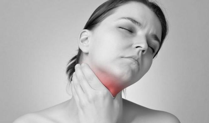 Λαρυγγίτιδα: Τα πρώτα συμπτώματα για να την προλάβετε εγκαίρως