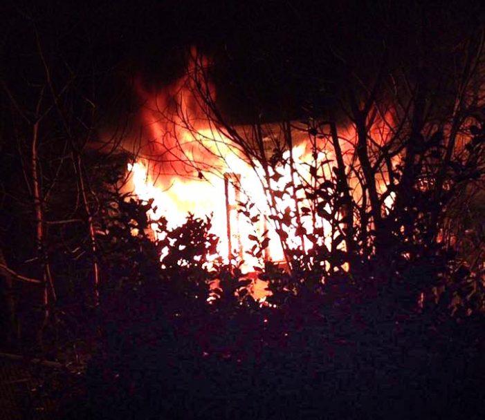 Πυρκαγιά τα μεσάνυχτα σε εγκαταλειμμένη οικία στην Ομόνοια (φωτο)