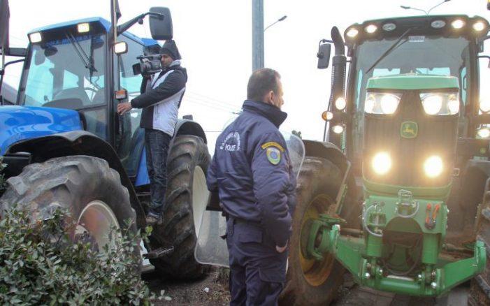 Φυλλάδια για τις κινητοποιήσεις τους μοιράζουν οι αγρότες της Καστοριάς