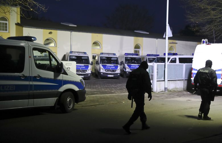 German police officers enter Frankfurt's Bilal mosque during early morning raids in the federal state of Hesse and its capital Frankfurt, Germany, February 1, 2017.    REUTERS/Kai Pfaffenbach