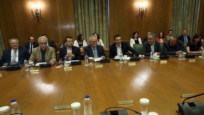 Τσίπρας στο υπουργικό: Όλα τα πλεονάσματα σε κοινωνικές παροχές