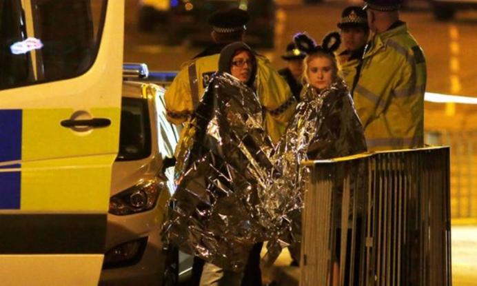 Tρόμος στο Μάντσεστερ: 22 νεκροί, δεκάδες τραυματίες από έκρηξη στη συναυλία της Αriana Grande