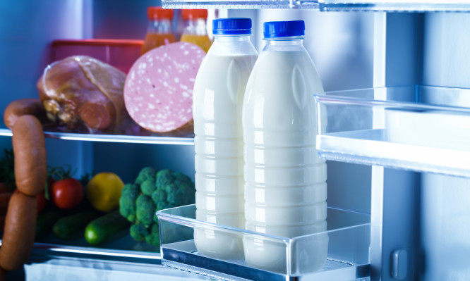 Γιατί πρέπει να MHN βάζετε το γάλα στην πόρτα του ψυγείου το καλοκαίρι