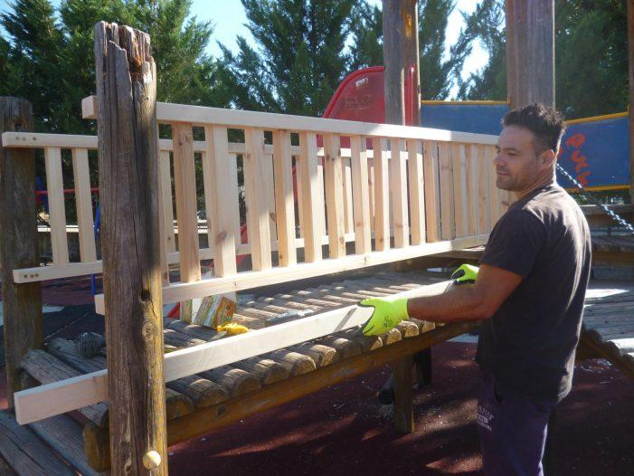 Άργος Ορεστικό: Επισκευές στην παιδική χαρά στο πάρκο