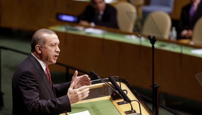 Προειδοποιεί για το δημοψήφισμα ο Ερντογάν στον ΟΗΕ