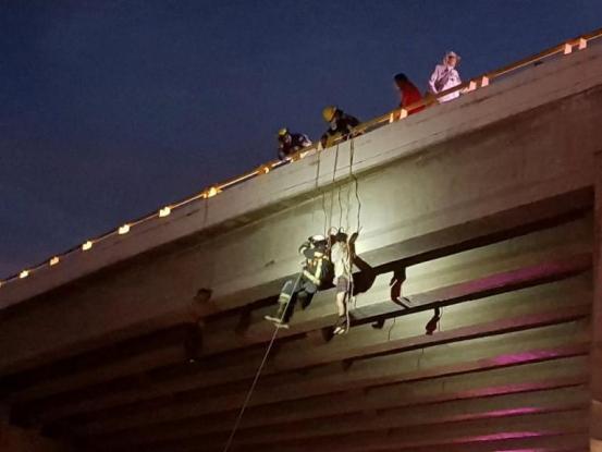 Μεξικό: Έξι πτώματα βρέθηκαν κρεμασμένα σε γέφυρες – Καρτέλ δείχνει ο τρόπος εκτελεσης (Photos)