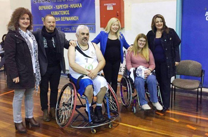 Η Μαρία Αντωνίου στον αγώνα μπάσκετ με αναπηρία