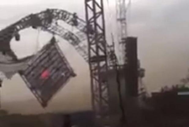 Τραγωδία σε φεστιβάλ μουσικής – Κατέρρευσε η σκηνή και σκότωσε τον DJ (Video)