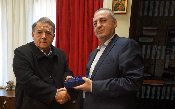Ο τ.Αστυνομικός Διευθυντής Καστοριάς κ. Αμαραντίδης στον Δήμαρχο Καστοριάς