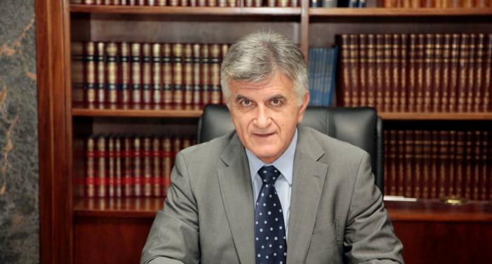 Φ. Πετσάλνικος: Τα Μνημόνια, η υποκρισία, ο κυνισμός